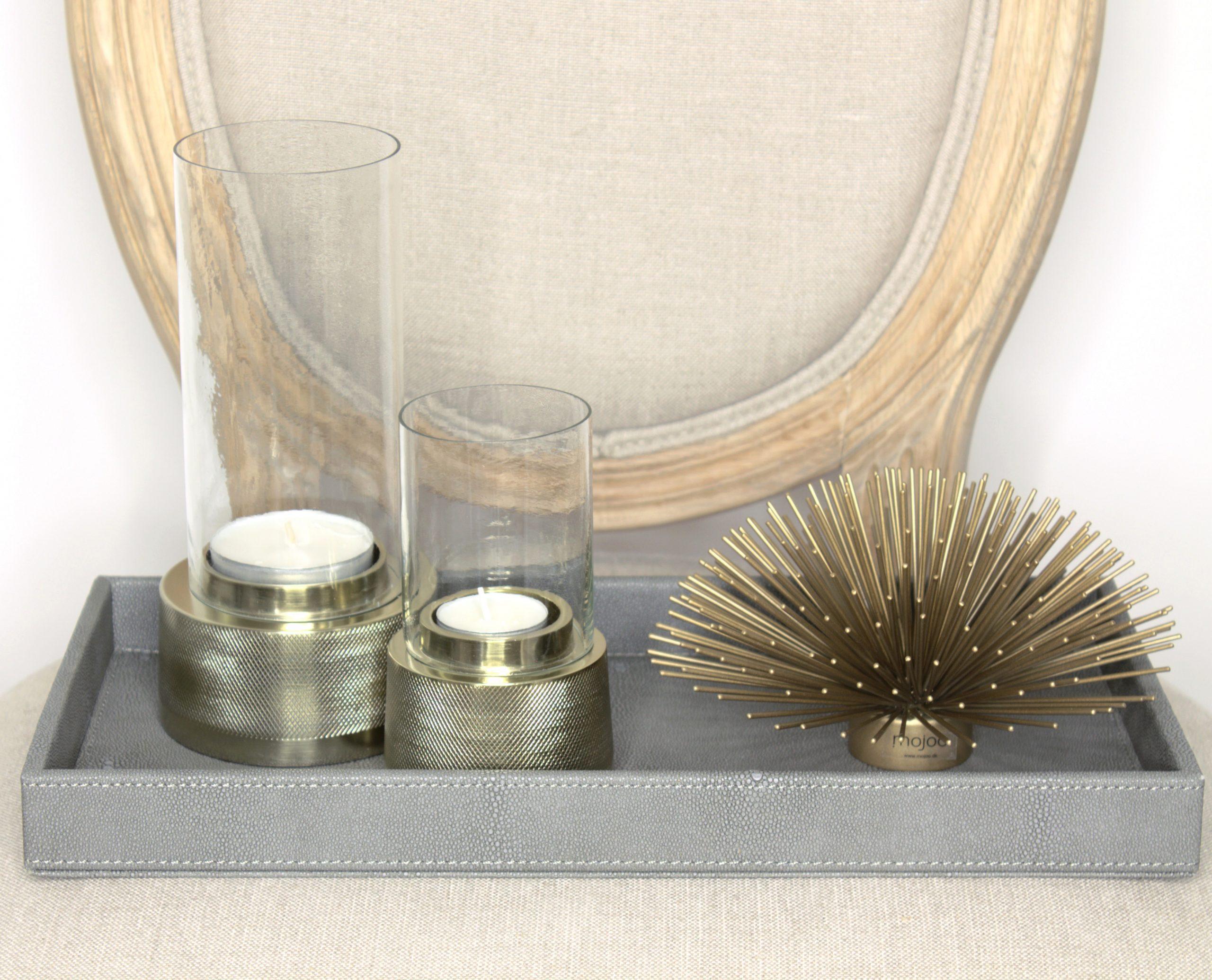 Lampokynttilalyhty metallisella kantaosalla ja lasisella kynttilasuojalla LIGHT & LIVING SIGOR